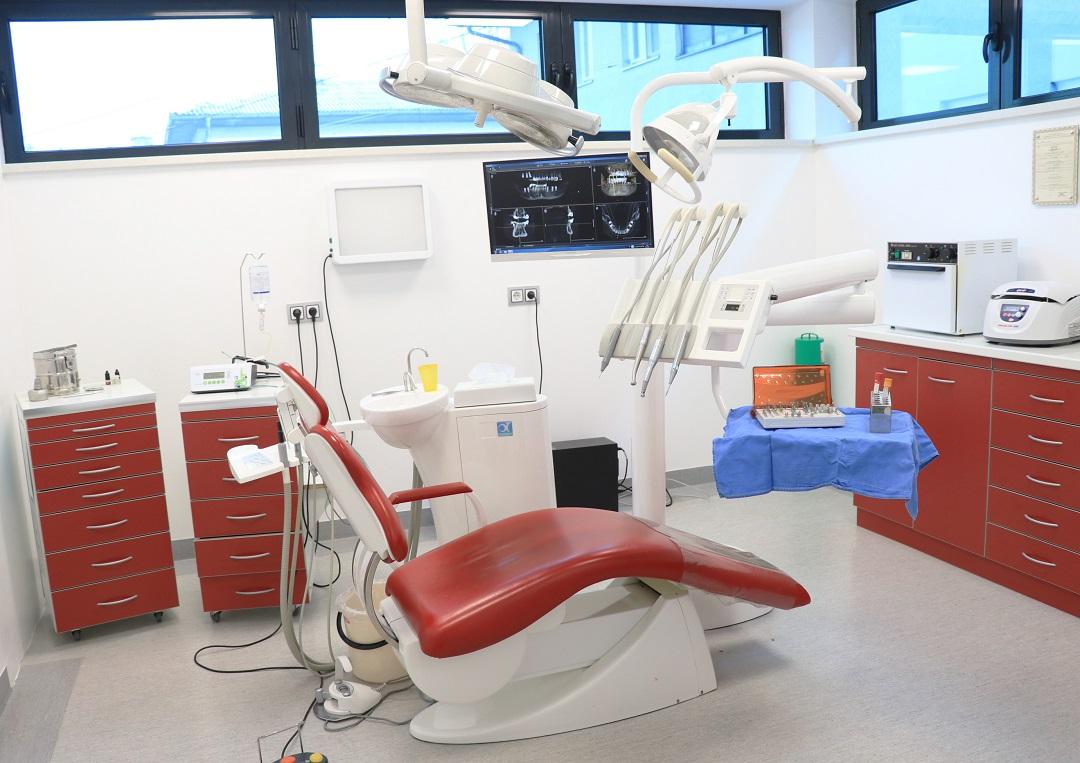 OGLAS za posao STOMATOLOGA u Dental centru dr. Ćatić