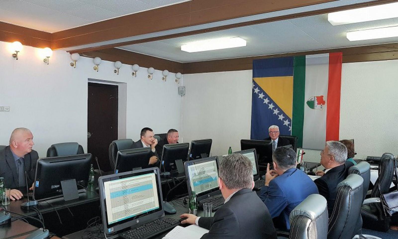 Vlada SBK raspravljala o problemu otkupa maline u SBK