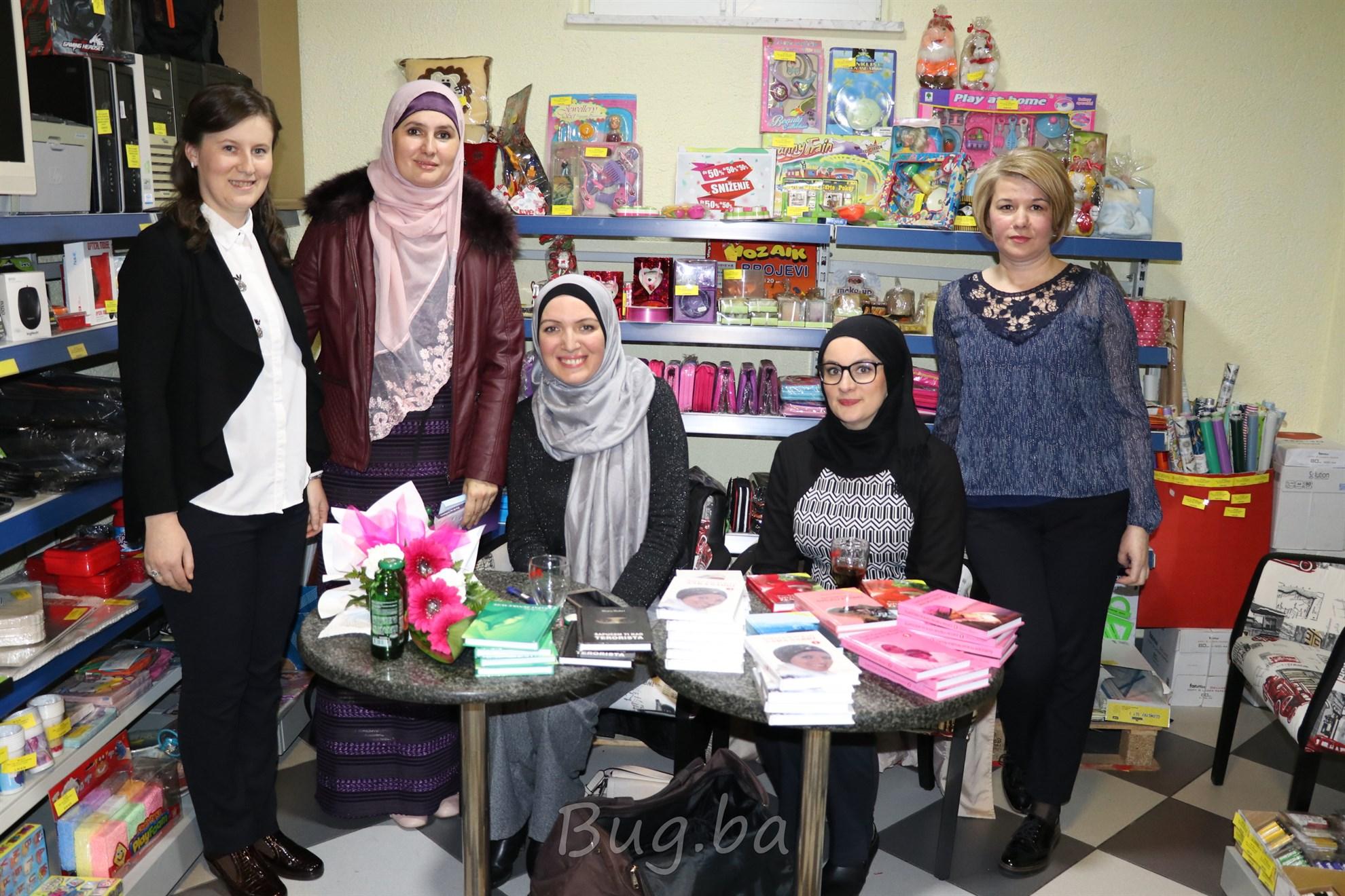 U knjižari Cyber u Bugojnu održano druženje i potpisivanje knjiga sa Sarom Sabri
