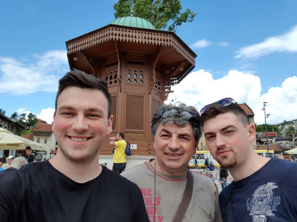 Autor Elhan sa ocem Mehridom i bratom Husanom Omerinović