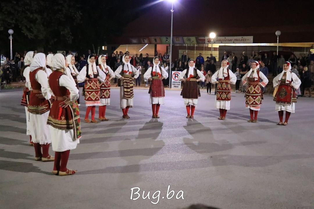 Koncert narodnih igara i pjesama svome gradu i vatromet za Dan općine Bugojno